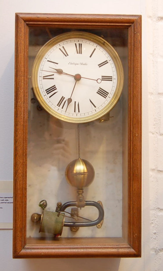 Brille wall clock