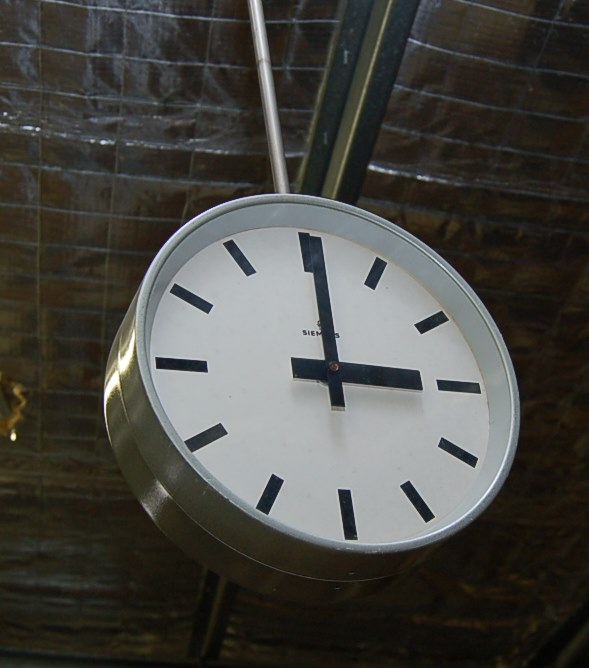 Siemens double sided clock